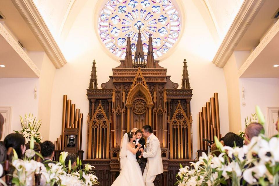 """ファミリー婚で残す大切な1日は、荘厳なチャペルの""""アイルマリー横浜""""で"""