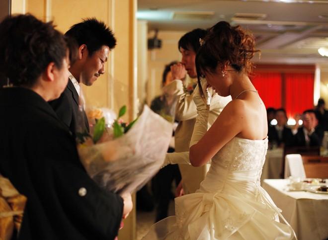 b7e78212cb3d7 親族の結婚式の服装。留袖・モーニングは絶対なの? 会費婚. 最近、僕の妹の子供が生まれ20代にしておじさんになりました。 どーも仲村です。