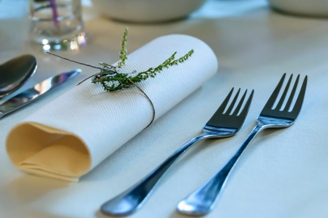 elegant-tableware-1668370_1920