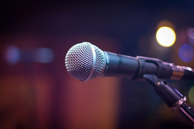 microphone-1261793_960_720