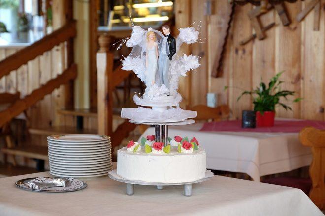 wedding-cake-1552291_960_720