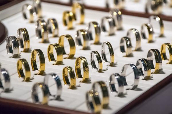 wedding-rings-1163321_640