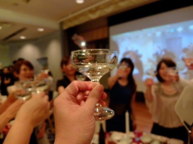 結婚式での乾杯の挨拶!会場を上手に盛り上げる秘訣とは!