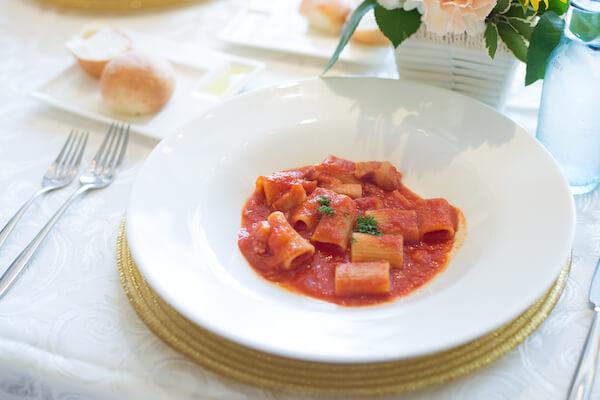 リガトーニ完熟トマトのアマトリチャーナ