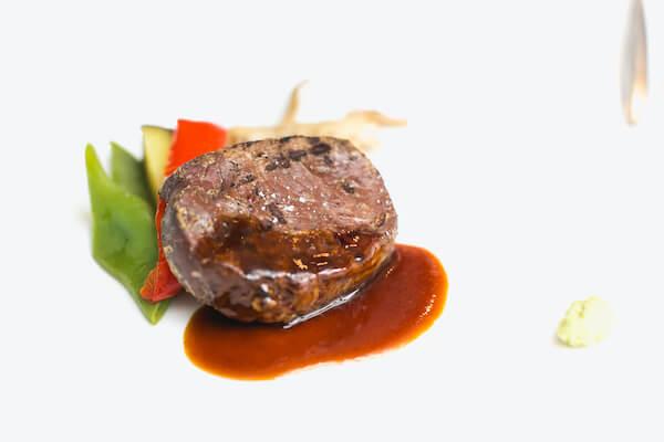 牛フィレ肉の網焼き 本山葵風味