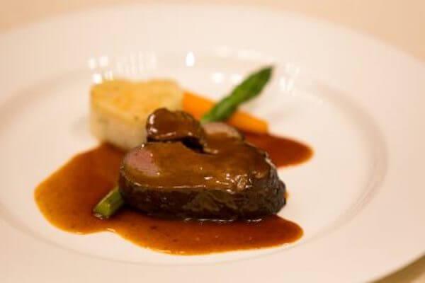 国産牛フィレ肉のロティール 薫り高いソースペリグー