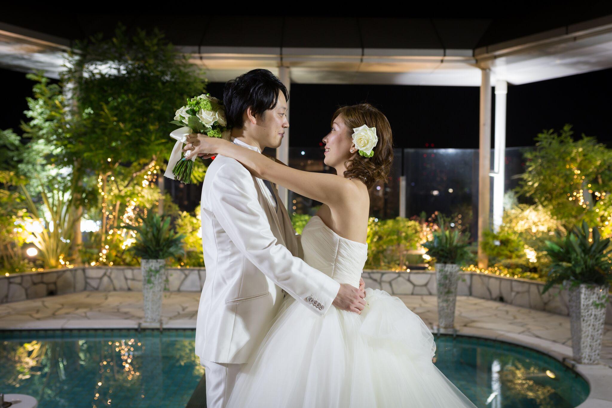 大好きなバリで挙式したお二人、アフターパーティーとして南国の異空間を楽しめる【レギャン東京】を舞台に。