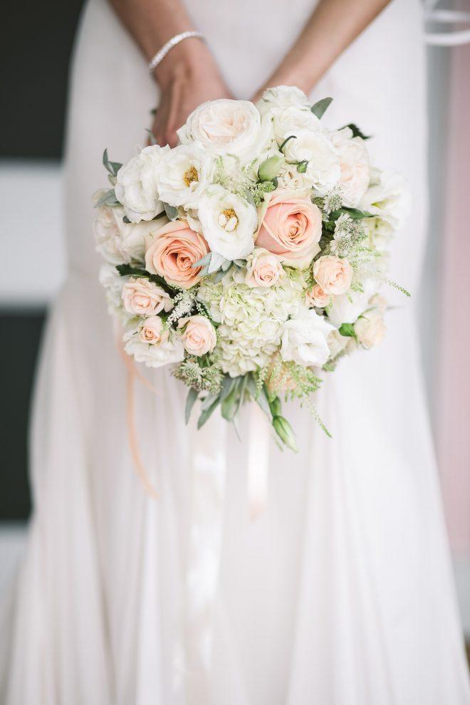 花嫁が持つブーケ